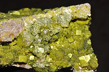 220px-Autunite_1(France)